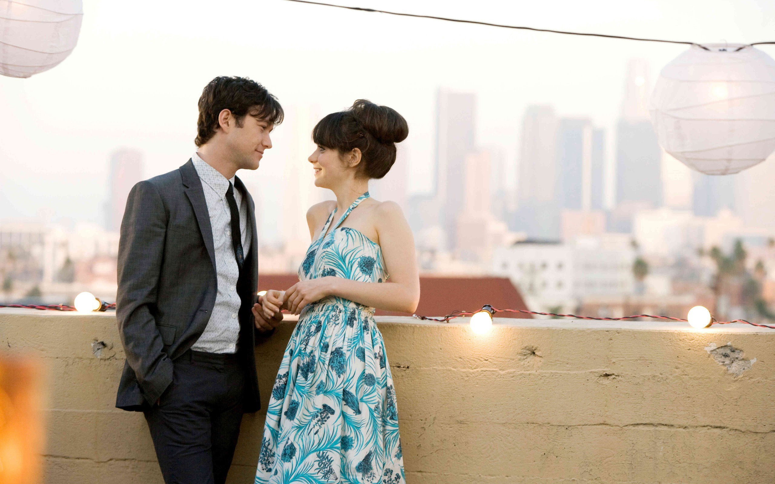 Gordon-Levitt playing Tom Hansen and Zooey Deschanel as Summer Finn.